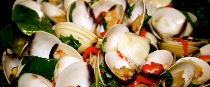Clam cooked with Chilli and Basil Recipe